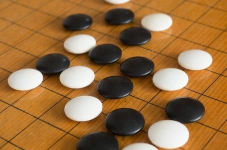 3歳半の孫に囲碁を教えたいじいじ 何でもチャレンジですかね?